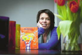carla van wensen met haar boek Stotterkit