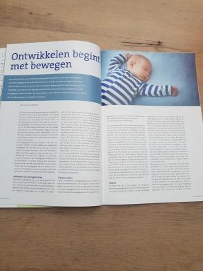 artikel van Carla van Wensen in het blad Kinderwijz, ontwikkelen begint met bewegen, bladzijde 2
